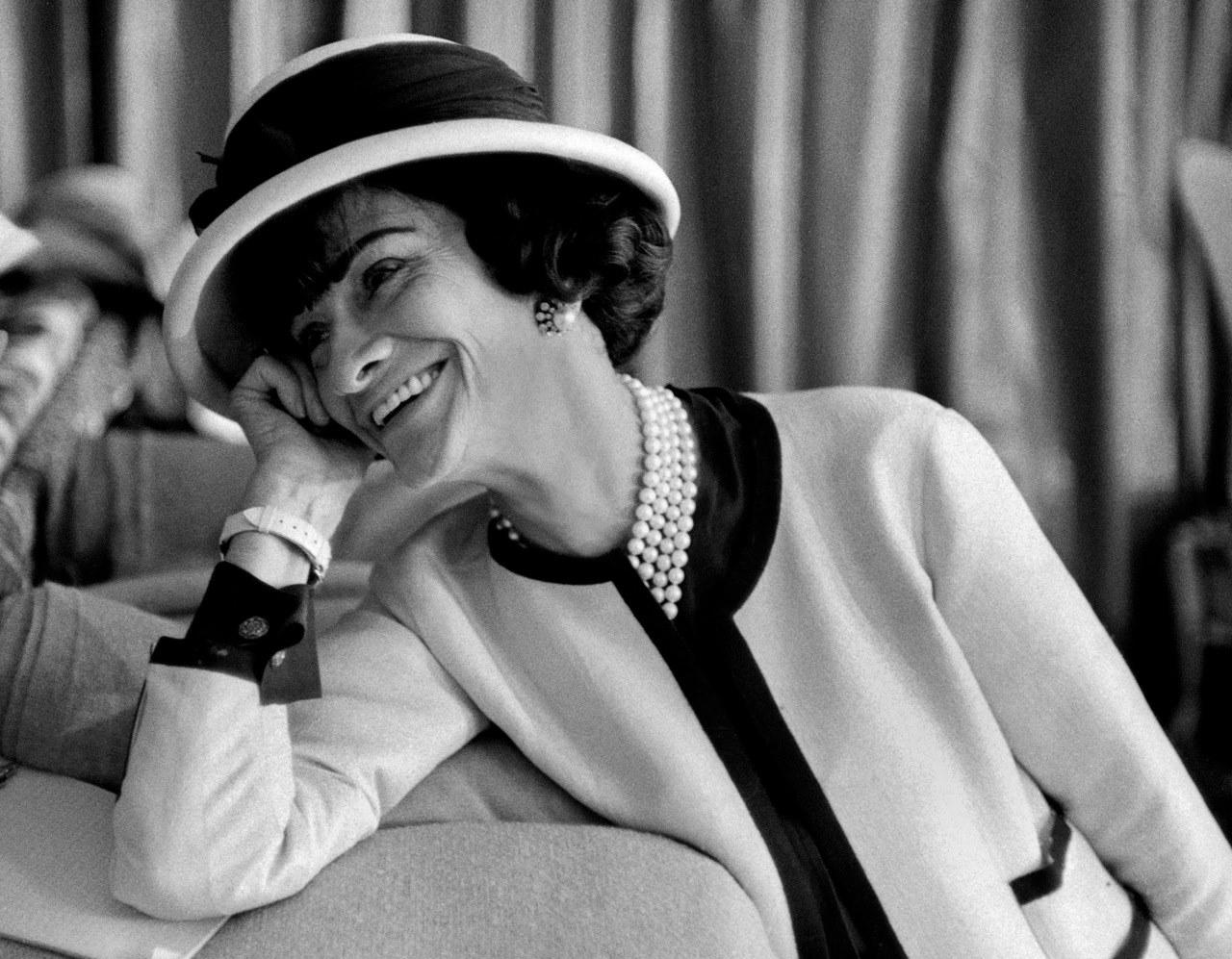 Vòng cổ ngọc trai Coco Chanel
