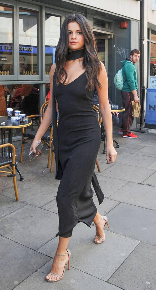 Váy đen basic vừa đơn giản