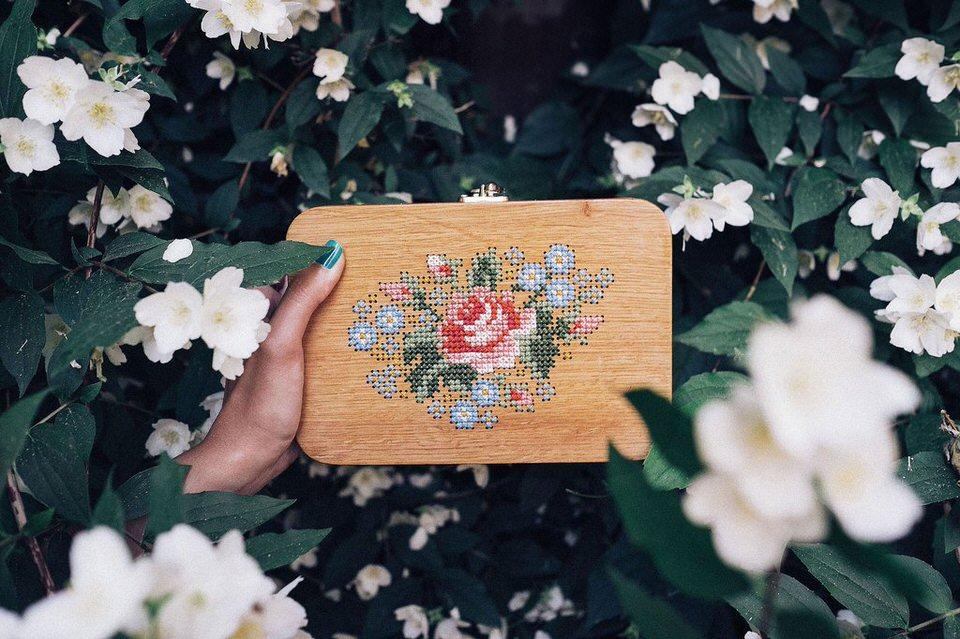 Túi gỗ họa tiết hoa hồng