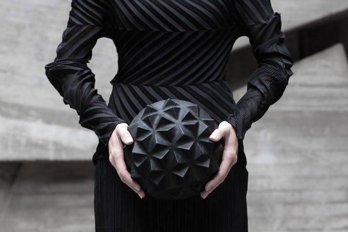 Túi xách khối cầu độc lạ